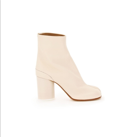 ❌ SOLD ❌ White margiela tabi boots NWT